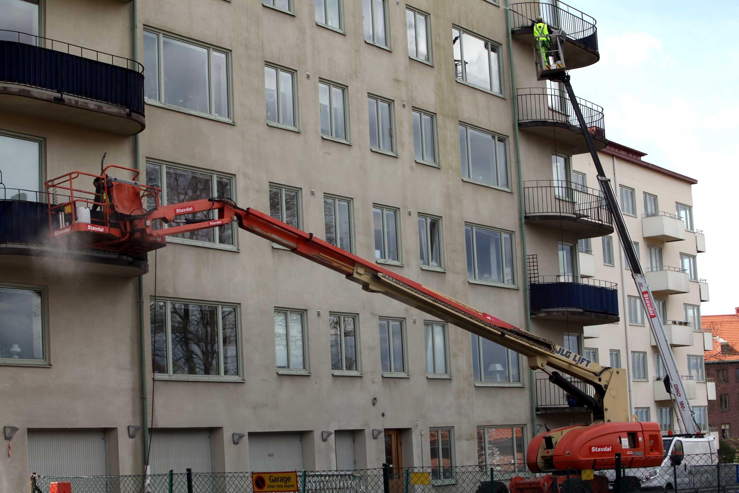 Glada boende får rena fasader och balkonger
