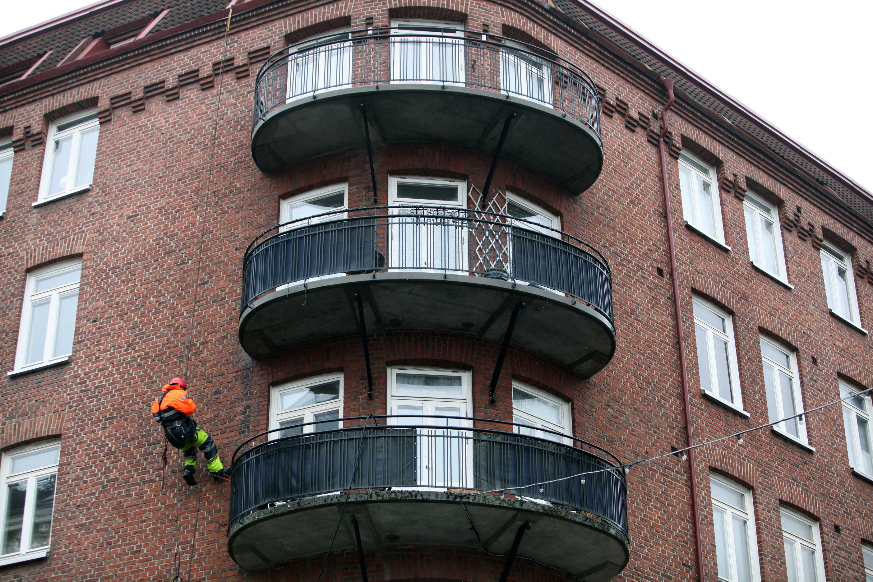 Rena betongkanter med ropeaccess