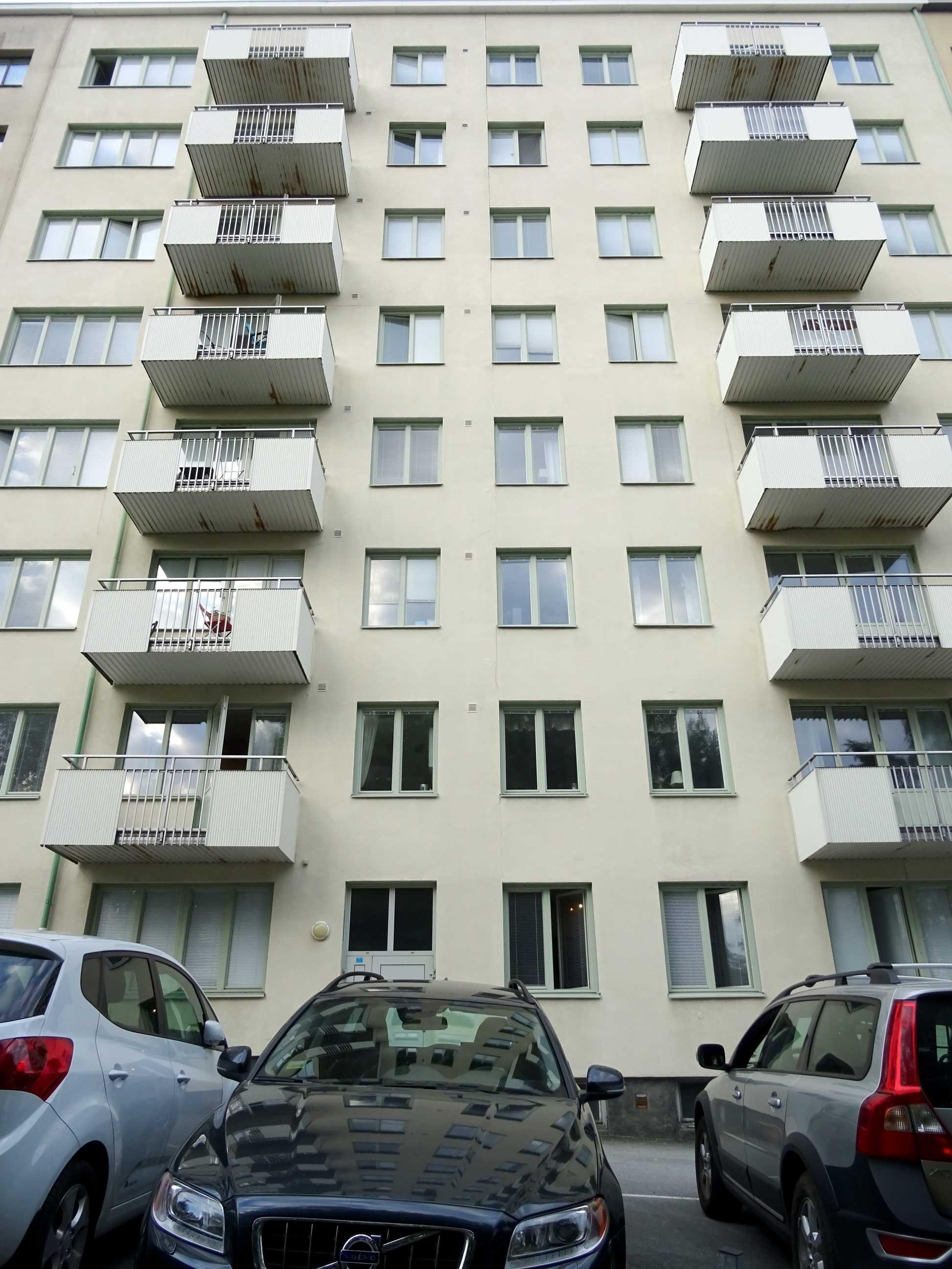 Ren putsad fasad och balkonger